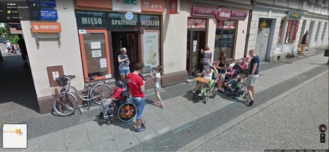 Kamery Googla uchwyciły wiele osób w centrum Wągrowca