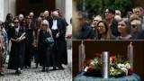 """Lider Püdelsów spoczął na Cmentarzu Rakowickim. Rodzina, muzycy i fani pożegnali Andrzeja """"Pudla"""" Bieniasza"""