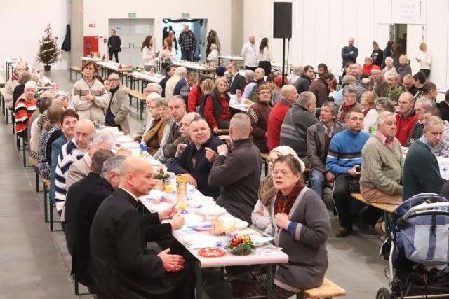 700 osób na wieczerzy wigilijnej w hali Expo Łódź