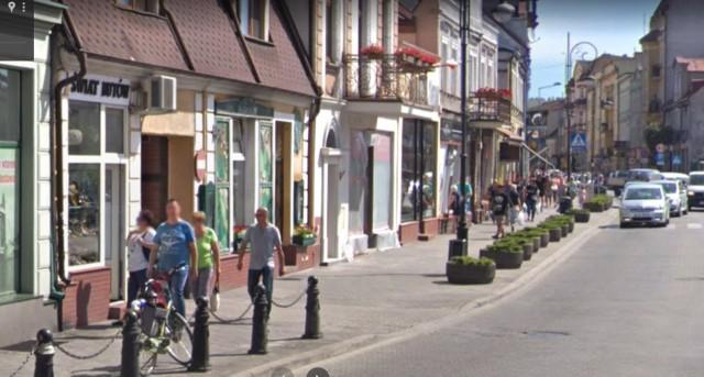 Nakło nad Notecią również, jak wiele innych miast w Polsce, można obejrzeć na zdjęciach Google Street View.   Przygotowaliśmy galerię z mieszkańcami Nakła uchwyconymi przez kamery Google'a.  Sprawdźcie, może znajdziecie się na zdjęciach!