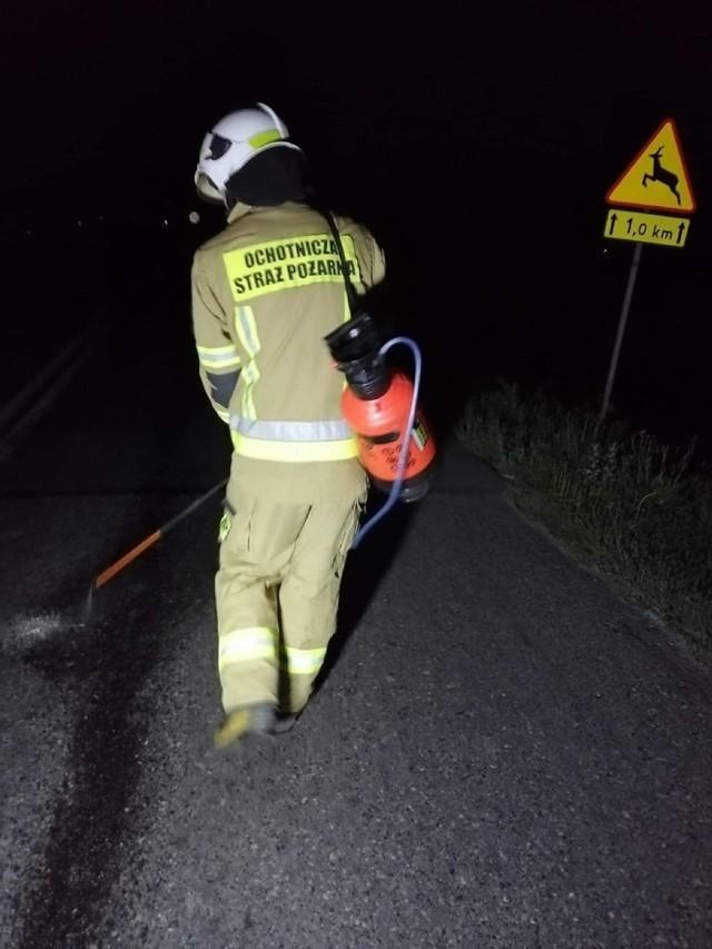 Strażacy zmagali się z plamą oleju, która miała prawie 6 kilometrów