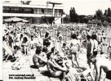 Torunianie na odkrytych basenach. To były czasy! Pamiętacie? Zobacz archiwalne zdjęcia!