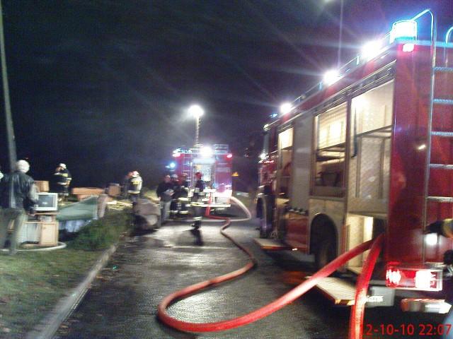 W gaszeniu pożaru wzięło udział 23 strażaków z Chodzieży, Budzynia i Stróżewa