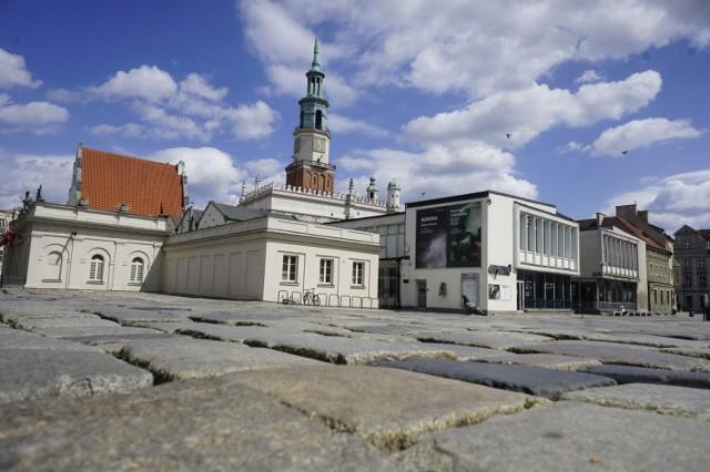 Już niedługo z nawierzchni Starego Rynku w Poznaniu zniknie stary bruk.