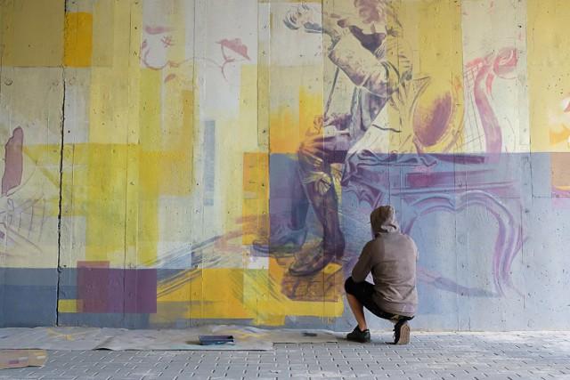 Na ścianach wiaduktu przy ulicy Witosa w Żarach właśnie powstaje mural
