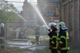 """Strażacy ćwiczyli w Pieńsku. Tym razem na terenie Huty Szkła """"Zakład Nysa"""" [ZDJĘCIA]"""