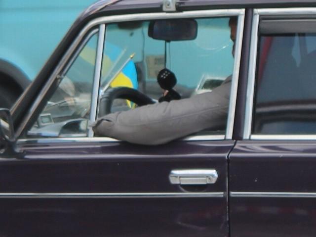 Na przejściu drogowym w Dorohusku pojawiają się już pierwsi kibice.
