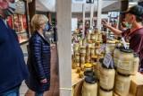 Centra handlowe apelują do rządu o jasny nakaz używania maseczek. Na Zachodzie za brak maseczki grożą słone kary. Polskie prawo jest wadliwe