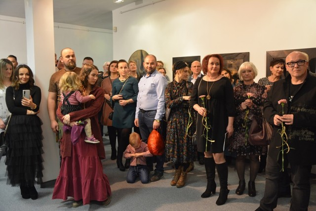 Artyści i artyści amatorzy z powiatu dębickiego zaprezentowali swoje prace na corocznej Wystawie Środowiskowej w Galerii Sztuki MOK po raz trzydziesty czwarty.