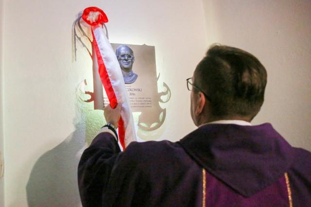 Tablica ks. Jana Kaczkowskiego została odsłonięta 28 marca