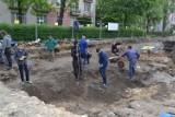 Częstochowa: Sensacyjne odkrycie archeologów. Na Nadrzecznej odkryto mury starego kościoła [ZDJĘCIA]