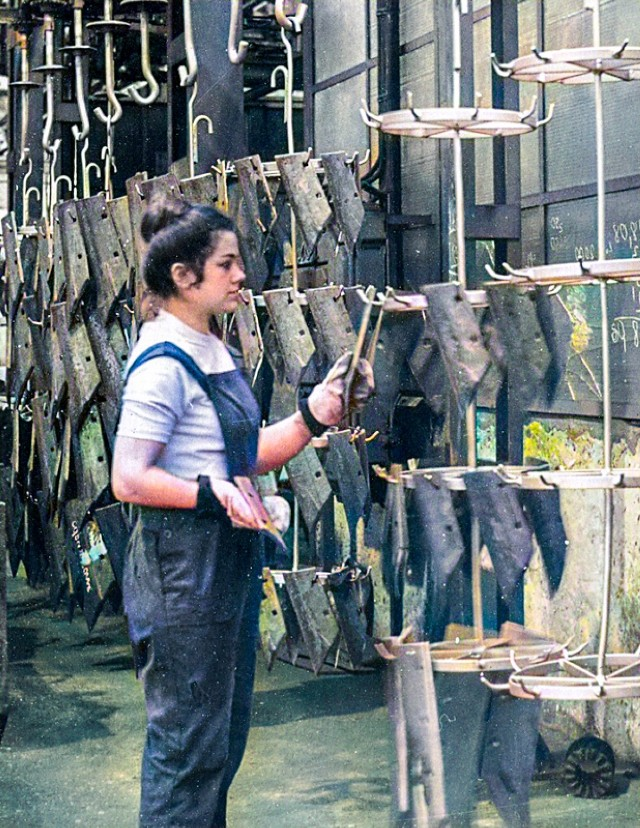 """Tak wyglądała produkcja w fabryce Fabryce Maszyn Rolniczych """"Agromet-Unia"""""""