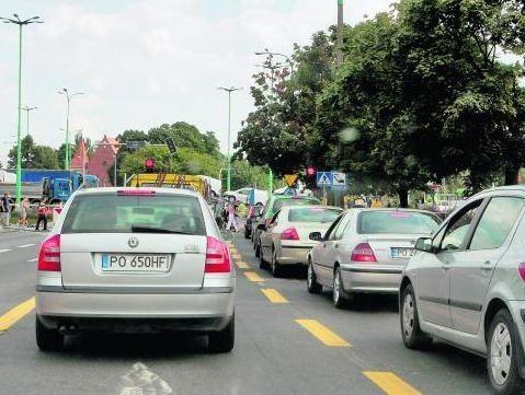Na ulicach prowadzących do ronda Śródka od tygodnia tworzą się olbrzymie korki. Od połowy września sytuacja ma się zdecydowanie poprawić, ale pierwsze zmiany będą już w piątek