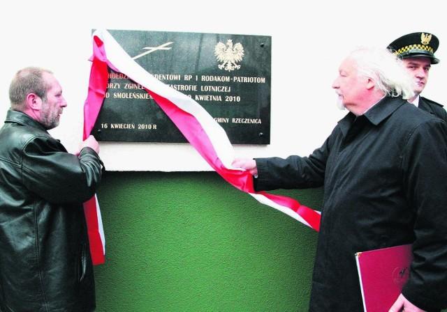 Już sześć dni po katastrofie tablicę pamięci ofiar Smoleńska odsłonięto w Rzeczenicy