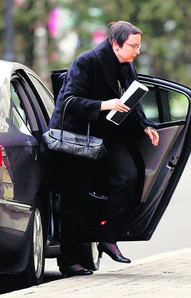 Katarzyna Hall wywołała burzę, częściowo odwołując reformę