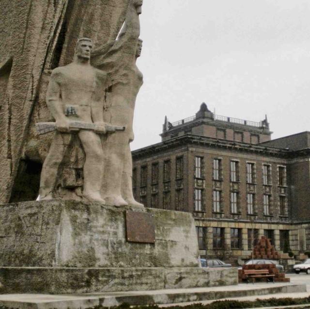 Symbole to m.in. pomnik Bohaterów Czerwonych Sztandarów i Pałac Kultury Zagłębia