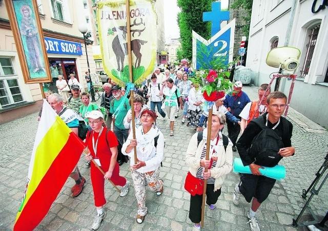 Pielgrzymi ruszyli spod kościoła św. Erazma i Pankracego