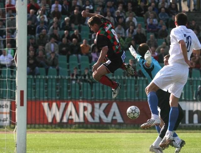Krzysztof Bizacki skakał najwyżej w polu karnym Kotwicy