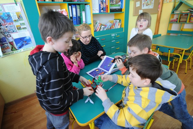"""Radni we wtorek w większości opowiedzieli się za pozostawieniem przedszkola """"Wesoła Stacyjka"""" przy ulicy Bluszczowej"""