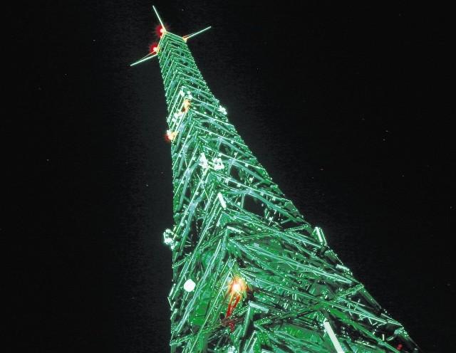 NAJWYŻSZA NA ŚWIECIE DREWNIANA BUDOWLA stoi w Gliwicach. Radiostacja Gliwicka. Ma 111 metrów wysokości. Jest zbudowana z  bali  z  drewna modrzewiowego.