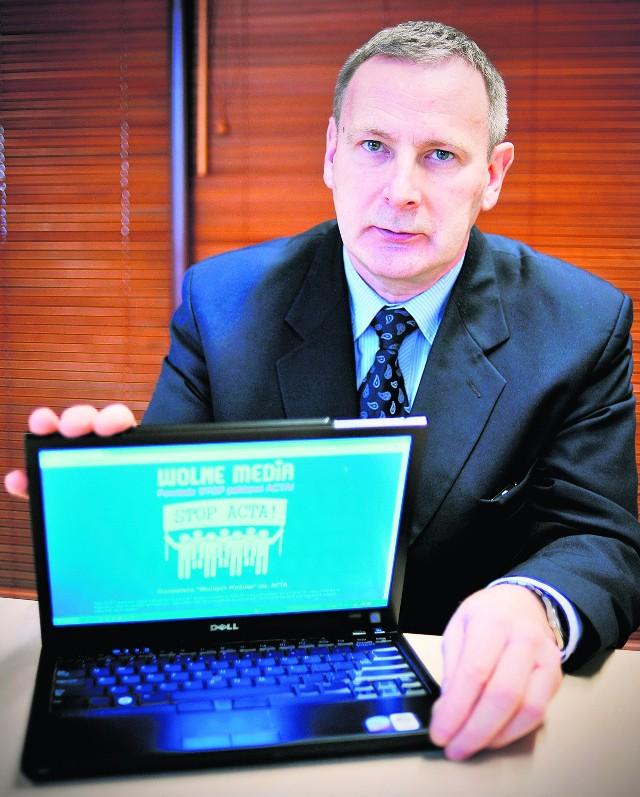 Tarnowski: Tak poważna instytucja jak kancelaria premiera w poważnym państwie powinna zlecić      obsługę serwisów wyspecjalizowanym firmom