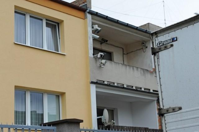 Kamery śledzą każdy ruch wokół budynku