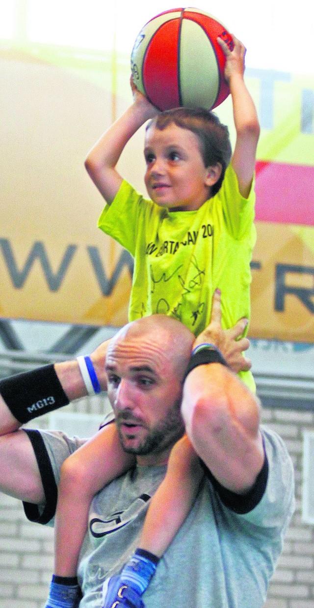 Marcin Gortat chętnie pomaga młodym sportowcom