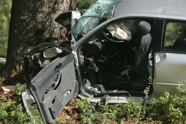Samochodem jechało sześć osób, trzy zginęły na miejscu.