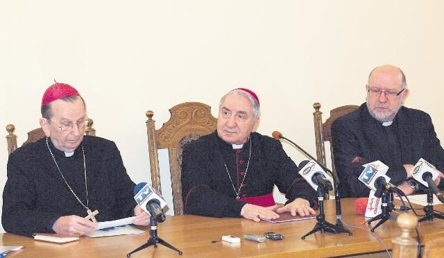 Od lewej: abp Henryk Muszyński, abp Józef Kowalczyk i  ks.  Jan Jerzy Ostryk