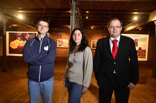 Od lewej: Awersowy, Magalia i Maikking - poznańscy przodownicy wikipracy