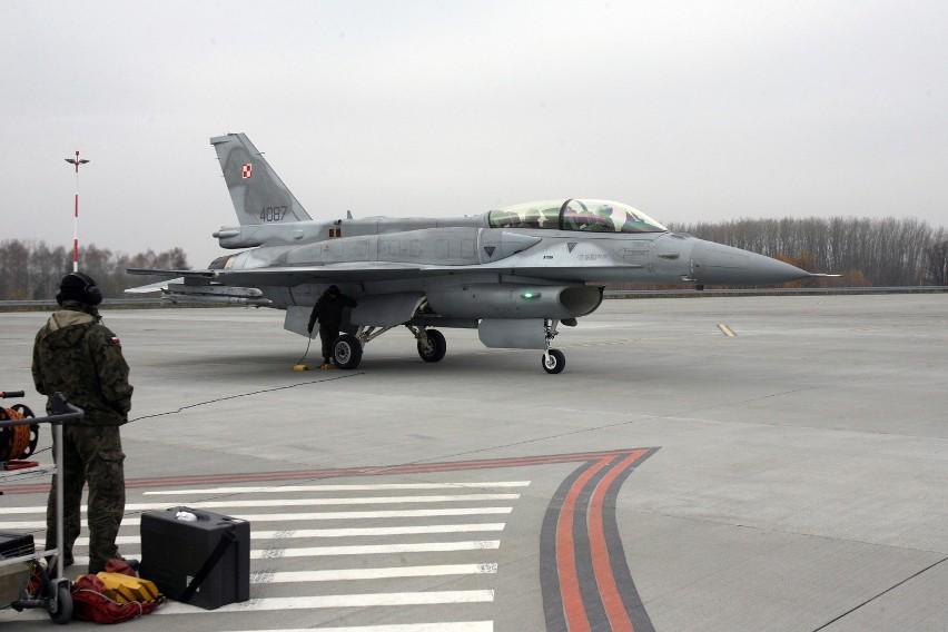 F-16 wylądował w Łodzi