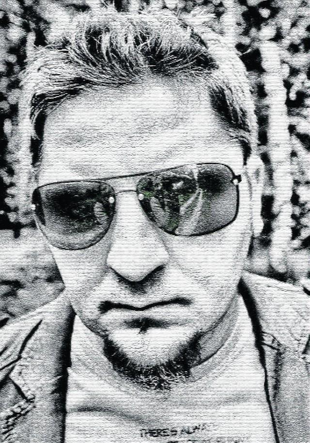"""Tomasz Jamroziński, autor powieści """"Schodząc ze ścieżki"""""""