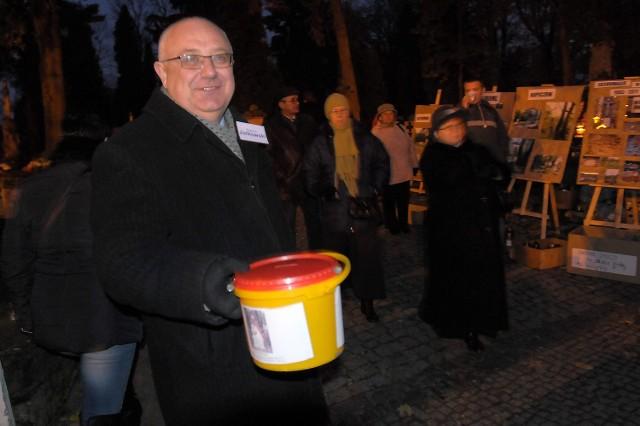 Kwesta na cmentarzu przy ul. Lipowej. Zbigniew Jurkowski bije rekord