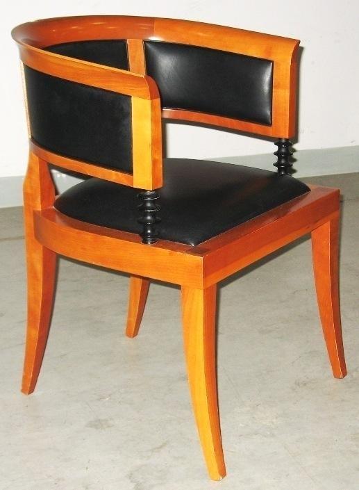 Meble Jana Kulczyka to dzieła włoskiej sztuki wykonane ze szlachetnych gatunków drewna zaprojektowane przez jednego z najsłynniejszych architektów i designerów, Leona Kriera
