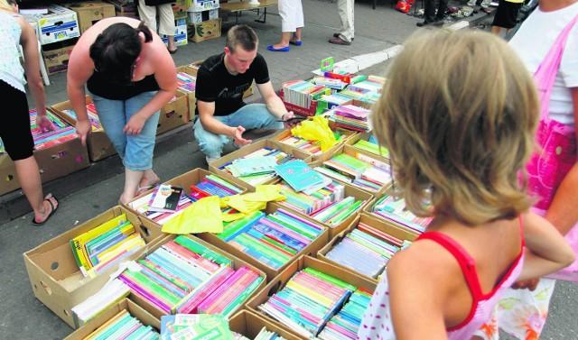 Nie wszyscy mogą korzystać z używanych podręczników. Nowe książki muszą kupić rodzice uczniów klas III podstawówek i gimnazjów