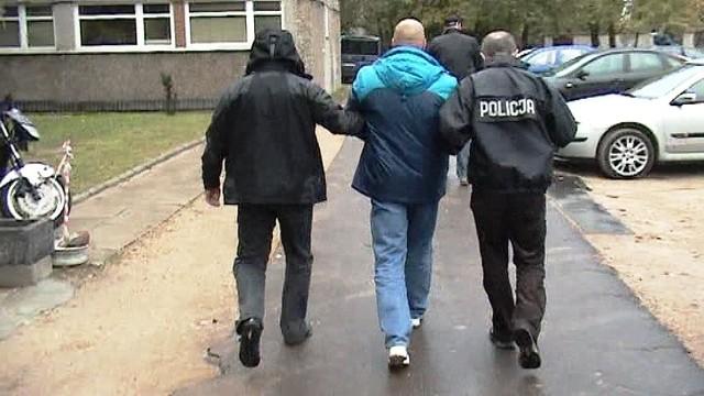 CBŚ rozbiło gang pseudokibiców zajmujących się narkotykami, spirytusem i przemytem.