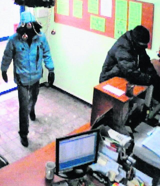 Przy użyciu broni palnej bandyci wymusili na kasjerkach oddanie pieniędzy z kasy SKOK