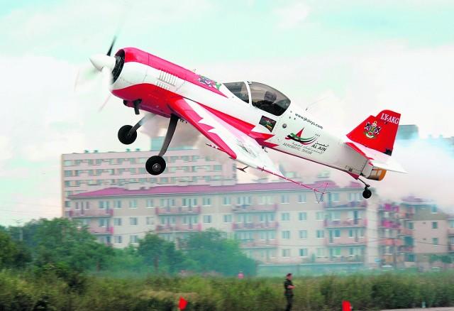 Niezwykle szybkie i zwrotne samoloty akrobacyjne to jedna z największych atrakcji krakowskiego pikniku lotniczego