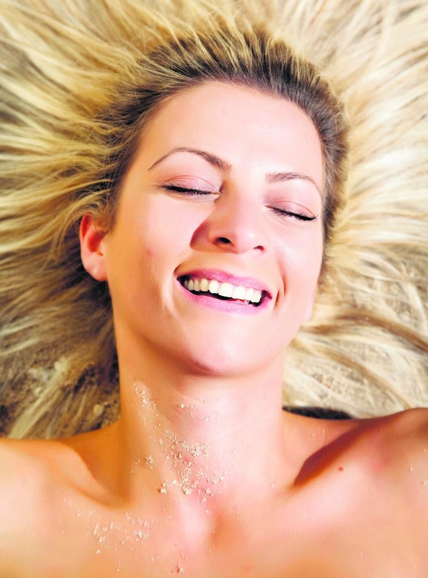 Żeby, opalając się, zachować piękną skórę, musimy o nią właściwie zadbać