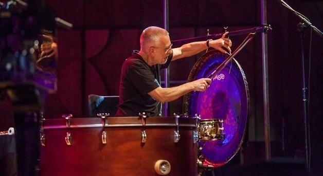 Eddie Prévost  zagrał wymagający koncert z Johnem Tilbury'm