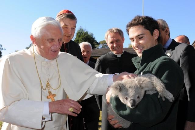 Papież Benedykt XVI zapowiedział, że w Australii przeprosi ofiary molestowania seksualnego przez księży