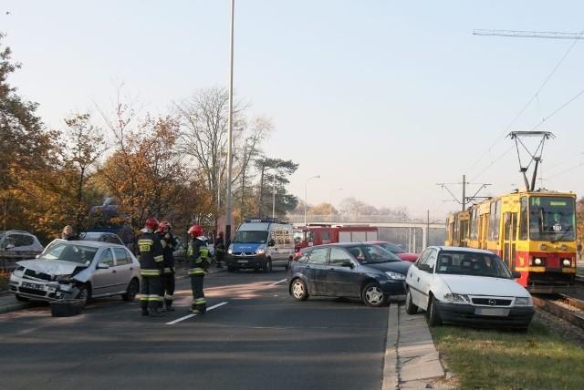 6-letnie dziecko zostało ranne w karambolu 5 aut na Mickiewicza przy Łąkowej w Łodzi.