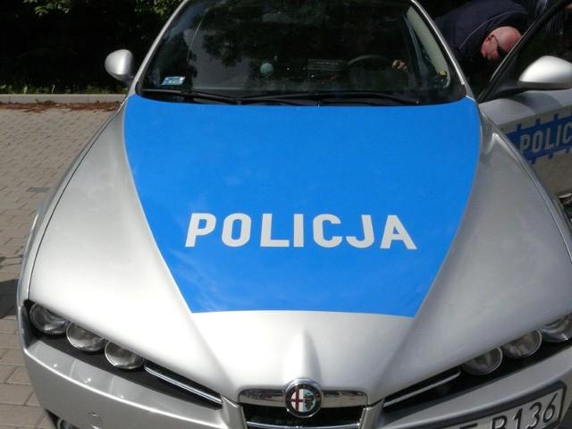 Policyjny odblaskowóz jeździ po województwie