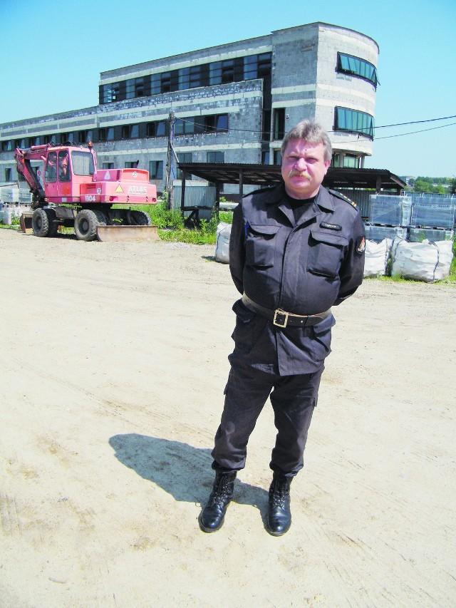 Tadeusz Spyra, komendant powiatowy straży pożarnej czeka na zakończenie budowy