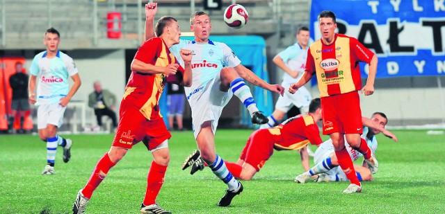 W rundzie jesiennej Bałtyk (białe stroje) wygrał z Chojniczanką 1:0 po golu Łukasza Kowalskiego w doliczonym czasie gry. Chojniczanie pałają żądzą rewanżu