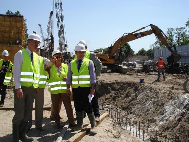 Prezydent Grobelny zwiedził budowę trasy tramwajowej na Franowo