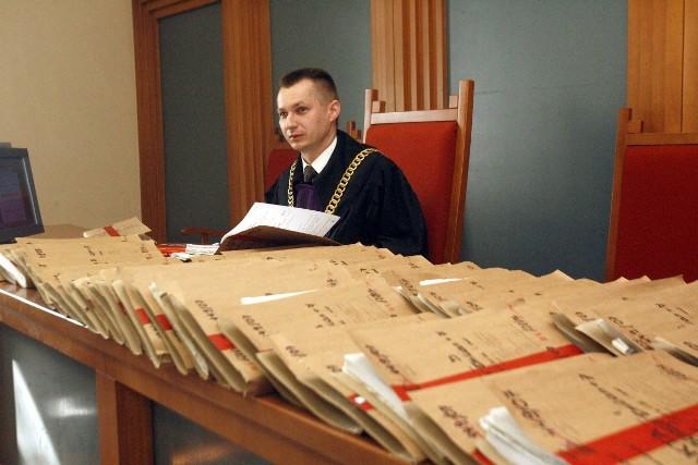Sędzia rejonowy załatwia średnio 50 spraw miesięcznie