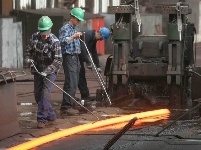 Przemysł hutniczy przeżywa trudne chwile. By ratować sytuację pracownicy godzą się nawet na obniżenie pensji