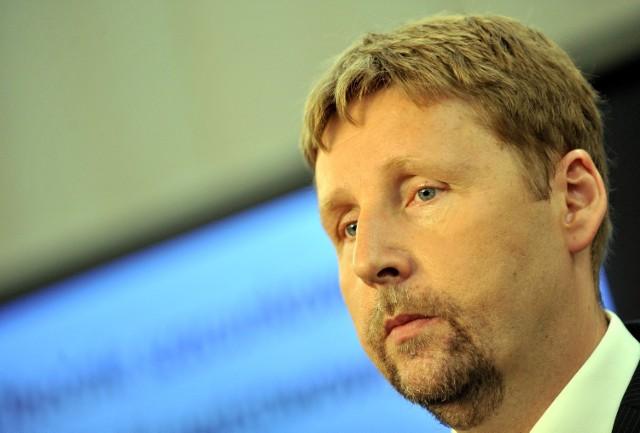 Marek Migalski, europoseł PJN, polską politykę porównuje do znanego teleturnieju Hole in The Wall