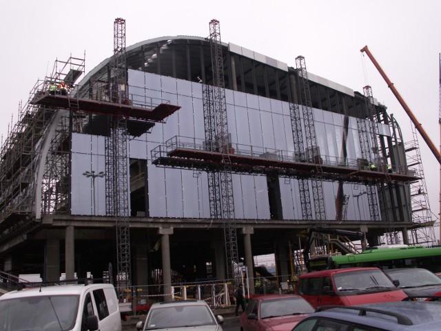 Prace na dworcu to nie tylko budynek, który stawia spółka Trigranit. Do końca marca kolejarze zamierzają uruchomić windy prowadzące z peronów do tunelu.